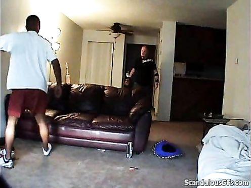 Жена изменяет мужу с негром, скрытая камера