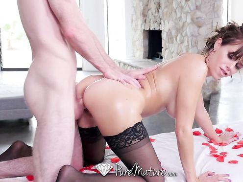 Зрелая Alana Cruise дала выебать себя массажисту