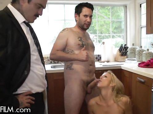 Предложил другу трахнуть свою грудастую жену