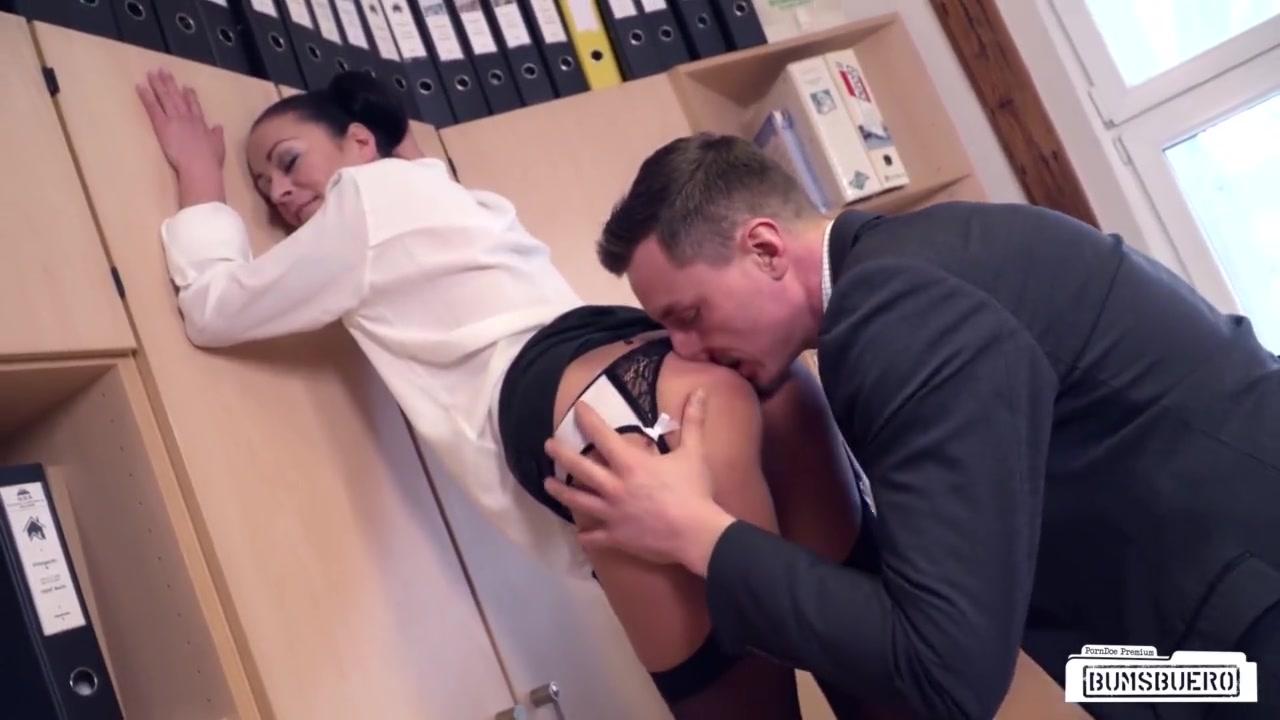 смотреть босс застукал секретаршу за мастурбацией - 3