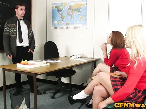 Веселые студентки подрочили член учителя