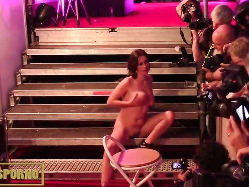 Секс оргия с девицами в ночном клубе Барселоны