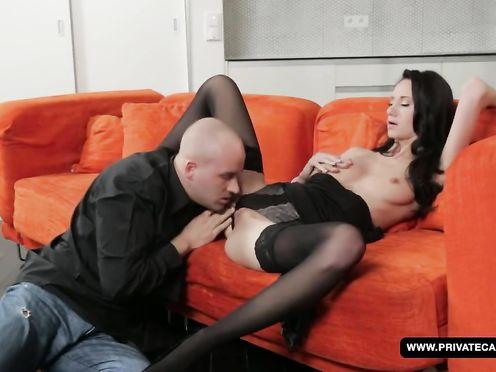 Eveline Has подставляет парню свою узкую киску