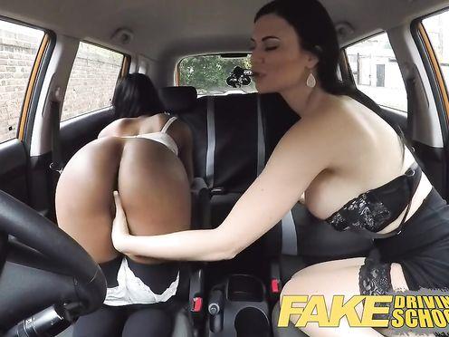 Лесбийский секс негритянки с инструкторшей по вождению