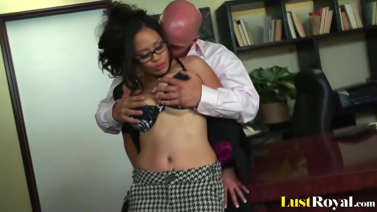 Азиатский секс с боссом