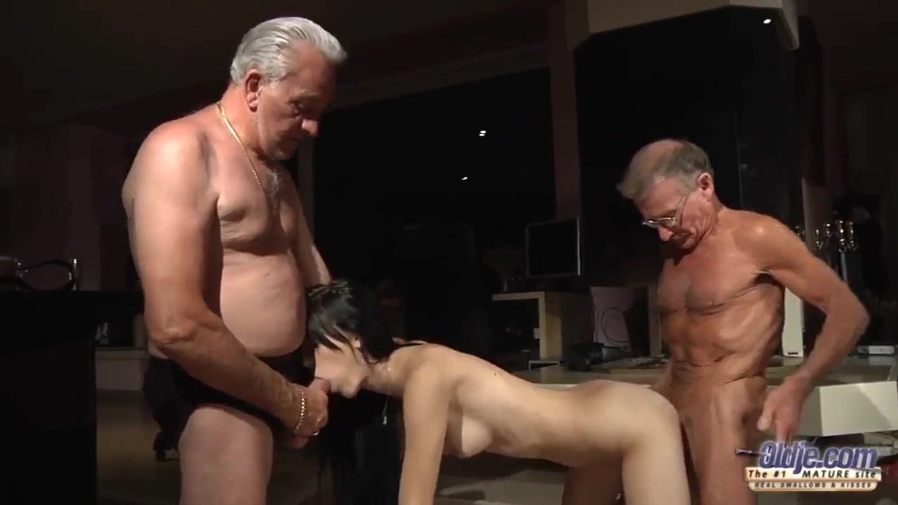 порно старики расписали молодую на двоих сайта