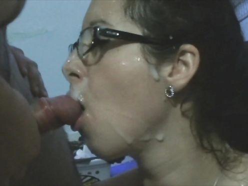 Аматорское видео группового секса с худой матюркой