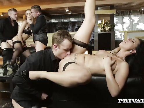 Групповой секс на закрытой вечеринке