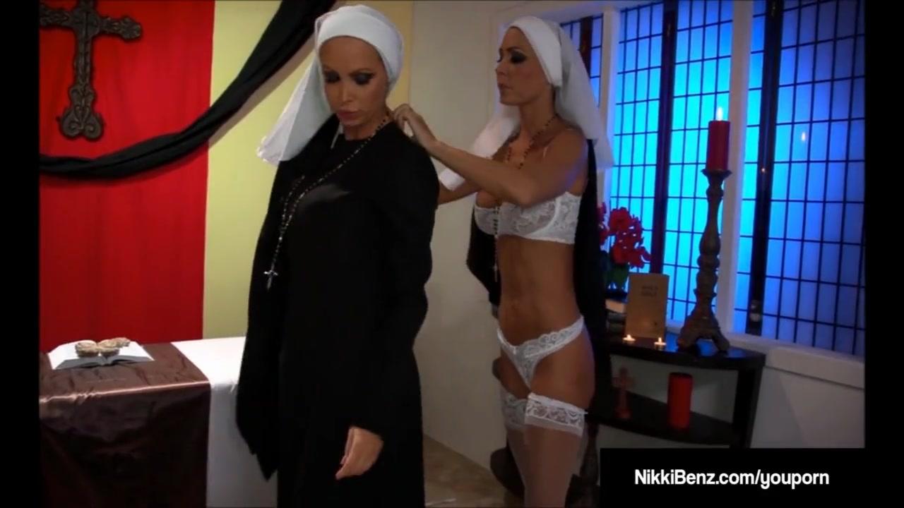 Развратные монашки порно в церкви