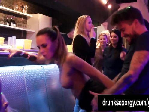 Оргия настоящих моделей в ночном клубе