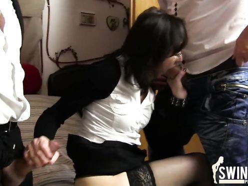Муж с приятелем трахают жену в чулках
