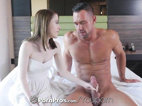 Секс юной худышки с накачанным любовником