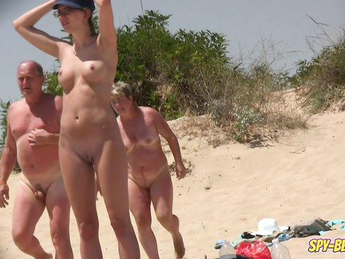 Любительские съемки женщин на нудистском пляже