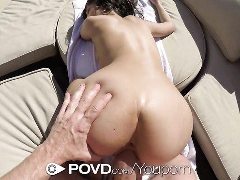 Случайный визит в гости к подруге обернулся сексом около бассейна